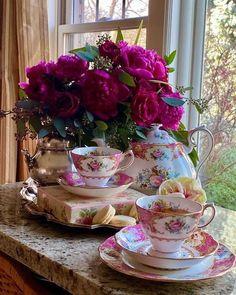 Tea Cup Art, Tea Cups, Beautiful Photos Of Nature, Beautiful Flowers, Coffee Presentation, Shabby, China Tea Sets, Rococo Style, Night Photos