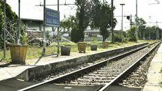 nella stazione di palazzolo sull'oglio, BS, una rete simboleggia la ferrovia