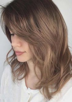 Go through form our best ideas of medium length layered hairstyles and haircuts to sport right now. Different ideas of medium thick and thin hairstyles are really awesome for all the fashionable women around the world. Women who like to wear unique hairstyles, they are advised to visit here for best mid length haircuts