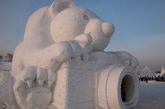 COOL Snow Sculptures....so amazing! My snowmen dont even turn out symmetrical!