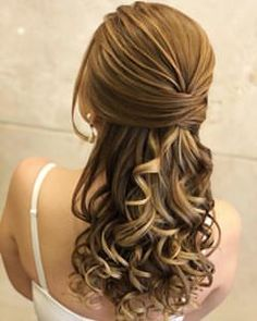 """image by Sonia Lopes ( with caption : """"Boa noite 💛 ✨ . Quince Hairstyles, Elegant Hairstyles, Down Hairstyles, Braided Hairstyles, Wedding Hairstyles, Wedding Hair Side, Wedding Hair And Makeup, Bridal Hair, Hair Makeup"""