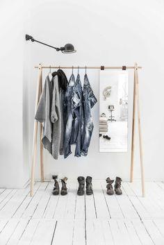 Die Garderobe Hongi ist unaufdringlich und lässig  #danish #scandi #scandinavian Diy Mother's Day Crafts, Mother's Day Diy, Mothers Day Crafts, Types Of Hardwood Floors, Scandi Chic, Futon Bed, Portfolio, Wardrobe Rack, Clothes
