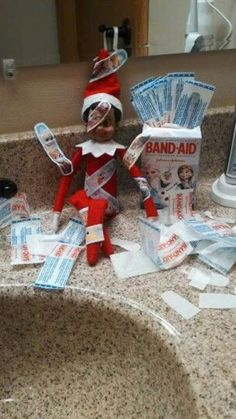 Elf Ideas Easy, Awesome Elf On The Shelf Ideas, Merry Christmas, Christmas Time, Christmas Crafts, Christmas Ideas, Elf Auf Dem Regal, Elf Christmas Decorations, Lollipop Decorations