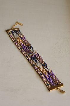 loom beading for beginners Loom Bracelet Patterns, Beaded Bracelets Tutorial, Diy Bracelets Easy, Beaded Cuff Bracelet, Bead Loom Bracelets, Bead Loom Patterns, Beading Patterns, Seed Bead Jewelry, Beaded Jewelry