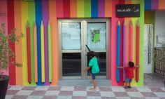 ABBArquitectos/En verano de 2015, se realizó la reforma de Ludoteca Nanittos en Armilla, Granada. Fachada con lápices de colores. Se cambió el acceso y así se pudo realizar una sala multiusos.