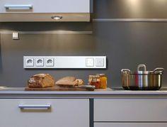 Блок розеток над столешницей Küchen Design, House Design, Electrical Outlets, Flip Clock, Kitchen Appliances, Home Decor, Smart Home, Kitchen Ideas, Construction