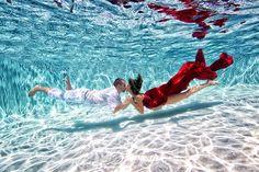 Artista convierte a mujeres embarazadas en sirenas bajo el agua.   LikeMag