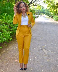 Hello ladies check out beautiful corporate fashion dresses for office work you will like to rock for the next working week Classy Summer Outfits, Casual Work Outfits, Business Casual Outfits, Work Attire, Office Outfits, Work Casual, Chic Outfits, Fashion Outfits, Outfit Summer