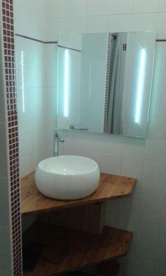 Vasque toute ronde et miroir led en angle Bathroom Remodel Shower, Bathroom, Sink, Corner Vanity Unit, Washroom Vanity, Bathroom Decor, Bathroom Design, Utility Rooms, Office Bathroom