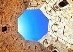 Castel del monte: una fortezza dai mille misteri, dalla forma ottagonale domina l'intera area circostante. La sua storia.