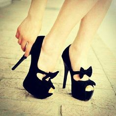 Cute black bow on pretty black heels Bow Heels, Cute Heels, Shoes Heels, Heeled Sandals, Pretty Heels, Sexy Heels, Black Peep Toe Pumps, Black Heels, High Heels