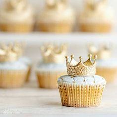 Royal Baby Shower Cake in French Blue — De la Crème Creative Studio Royal Cupcakes, Crown Cupcakes, Cupcake Cakes, Crown Cake, Crown Cupcake Toppers, Blue Cupcakes, Cupcake Picks, Themed Cupcakes, Baby Shower Cupcakes