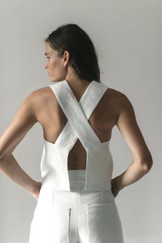 The AKU top, from the classic collection, is a wide strap tank with a cris-cross, open-back detail. The linen fabric is doubled for a perfect drape and the top features our raw-hem finish. Linen Relaxed fit Model is wearing size S Made in Mexico Style Minimaliste, Mode Top, Looks Street Style, Minimal Fashion, Structured Fashion, Mode Inspiration, Mode Style, Fashion Outfits, Fashion Tips
