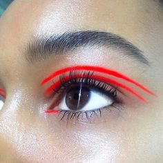 I like this bright bold eye makeup look
