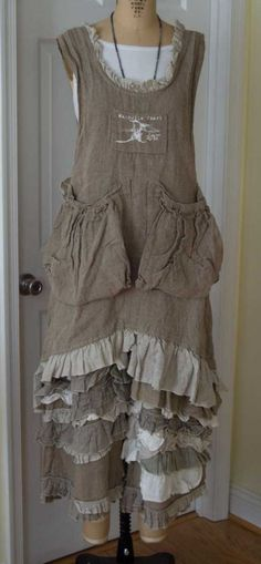 boho shabby style *** Take off big pockets, add sleeves, and maybe ruffle above waist. Boho Outfits, Pretty Outfits, Beautiful Outfits, Vintage Outfits, Look Boho Chic, Bohemian Style, Mode Shabby Chic, Robes Country, Alter Pullover