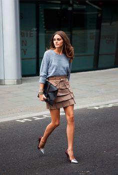 Look formal con sudadera gris. Olivia Palermo
