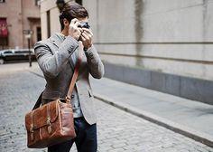 The Brixton Leather Cognac - ONA Bags Hochwertige Kameratasche von ONA Bags. Funktion, Design und hochwertiges Material vereint zu einer Kameratasche, die jedem Photographen ein großes Stück Individualität verleiht. Kameratasche | Fototasche | shootbags.com