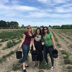 via @acgiannoni: @realraazalghul and I flew in this morning to surprise @mrosecarlson for her 50k on Monday and now we are picking strawberries in a field... Life is beautiful  Thank you @tylerneish for lying to Maggie for 2 months and orchestrating this. #friends #besties #familylove #farmtofork #orhands