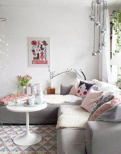 Der Frühling zu Hause – mit fröhlich frischen Pastellfarben   SoLebIch.de  Foto: Märchenzeit   #solebich #wohnzimmer #ideen #skandinavisch #Möbel #Einrichten #modernes #wandgestaltung #farben #holz #dekoration #Wohnideen #Einrichtung #interior #interiorideas #livingroom #pastell #pastellfarben #frühling #sommer #frühlingsdeko #blumen