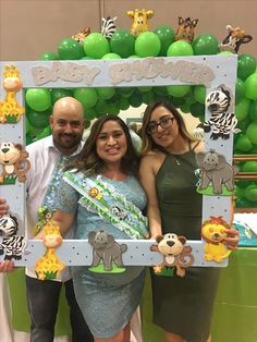Cadeau Baby Shower, Idee Baby Shower, Baby Shower Photo Booth, Shower Bebe, Simple Baby Shower, Baby Shower Parties, Baby Shower Themes, Baby Boy Shower, Baby Shower Gifts