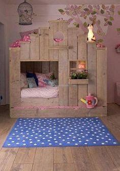 For instance here in the first project, all the care has been taken to cater all the basic needs of small kids their choice and priorities. Some plain rough pallet wood planks are used in making this rustic kids bed house, proper color