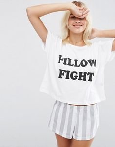 ASOS – Pillow Fight – Pyjama-Set mit T-Shirt und Shorts