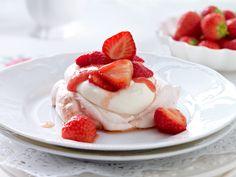 Erdbeer-Pavlova-Toertchen