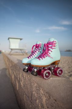 Beach Bunny Roller Skates - Blue Sky - Women's style: Patterns of sustainability Retro Roller Skates, Roller Skate Shoes, Quad Roller Skates, Roller Disco, Outdoor Roller Skates, E Skate, Skate Park, Beach Bunny, High Top Boots