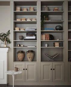 platsbyggd bokhylla built ins Ideas and Images Bookshelves In Living Room, Bookshelves Built In, Built Ins, Bookcases, Library Shelves, Book Shelves, Shelf Design, Living Room Colors, Office Interiors
