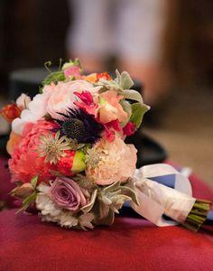 DeBeaulieu http://www.vogue.fr/mariage/adresses/diaporama/fleuristes-bouquets-de-mariees-fleurs-mariage/20382/image/1075822#!fleuristes-special-mariage-bouquets-de-mariee-de-beaulieu