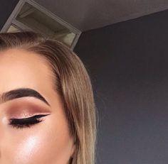 Beautiful rose gold makeup look.