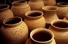 Os índios marajós localizam-se na ilha de Marajós no estado do Pará. Suas cerâmicas são reconhecidas pelo grande número de utensílios para uso da tribo, ...
