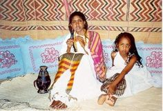 traditional somali dress - Another idea of what the Gwanjo would wear, look like and decorate.