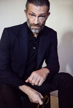 Vincent Cassel Vincent Cassel, Suit Jacket, Blazer, People, Photography, Men, Fictional Characters, Conversation, France