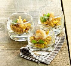 Scampi met kerrie-appeltjes - Colruyt Culinair ! Scampi Curry, Knafe Recipe, Party Food Catering, Lean Cuisine, Snacks Für Party, Xmas Food, Appetisers, Creative Food, Easy Healthy Recipes