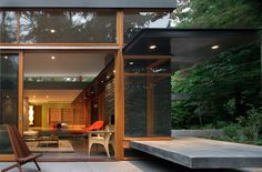 I love everything about this design. The Woodway Residence in Seattle, Washington. A mid century modern home remodel by Bohlin Cywinski Jackson. Mid Century House, Mid Century Design, Modern House Design, Interior Architecture, Sustainable Architecture, Residential Architecture, Mid-century Modern, Modern Homes, Modern Glass