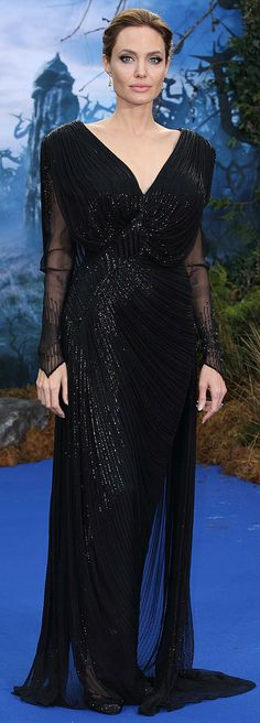 Angelina Jolie wears a long sequined Atelier Versace black gown with an open back to a Maleficent event in London May 8 Angelina Jolie Fotos, Angelina Jolie Biography, Angelina Jolie Style, Elle Fanning, Blake Lively, Celebrity Red Carpet, Celebrity Style, Celebrity News, Glamour