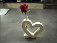 Bandsaw Projects, Woodworking Projects, Wooden Gifts, Wooden Art, Valentines Day Decorations, Valentine Crafts, Small Wood Projects, Projects To Try, Flower Holder