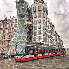 Prague - Czech Republic. Dancing House 🏡 💃😍 Prague - Czech Republic 🇨🇿 #Memories ☃️ The Dancing House, it was designed by the Croatian-Czech #architect Vlado Milunić in cooperation with Canadian-American architect Frank Gehry on a vacant riverfront plot. The building was designed in 1992 and completed in 1996.