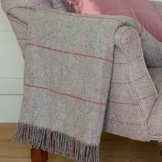 Wool throw - grey red check