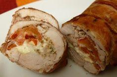 Rollos de pollo rellenos de mozzarella y pepperoni