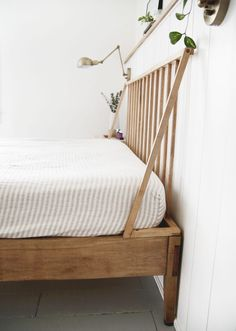 Learn how to make this simple, modern dowel headboard, the perfect project to spruce up your bedroom! Boho Bed Frame, Diy Bed Frame, Simple Wood Bed Frame, Pillow Headboard, Wood Headboard, Old Bed Frames, Diy Headboards, Upholstered Headboards, Headboard Ideas