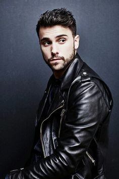 Men's Leather Jackets: How To Choose The One For You. A leather coat is a must for each guy's closet and is likewise an excellent method to express his individual design. Leather jackets never head out of styl Leather Fashion, Leather Men, Mens Fashion, Black Leather, Biker Leather, Urban Fashion, Stylish Jackets, Stylish Men, Jack Falahee