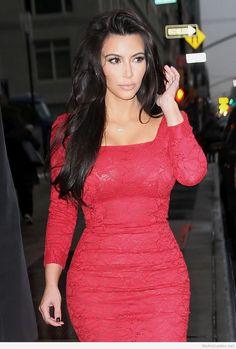 Roses Kim Kardashian fashion style