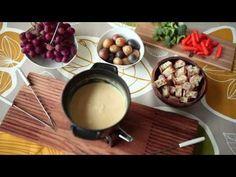 Das Video zeigt, wie man ein Schweizer Käsefondue einfach zu Hause zubereitet und welche Beilagen gut dazu passen. Das Rezept zum Video gibts auf Allrecipes Deutschland http://de.allrecipes.com/rezept/15943/klassisches-k-sefondue.aspx