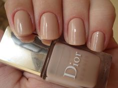 The perfect nude nails, so elegant.