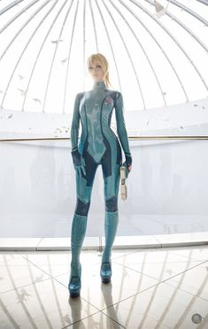 This is Russia-based Cosplayer Tniwe all decked out as Samus in her Zero Suit from the Metroid franchise, and she freakin' looks stunningly phenomenal. The photos that you see here were taken by Aku 悪., and they perfectly compliment the cosplay. Cosplay Outfits, Cosplay Girls, Cosplay Costumes, Latex Cosplay, Amazing Cosplay, Best Cosplay, Zero Suit Samus Cosplay, Samus Aran Zero Suit, Mode Latex