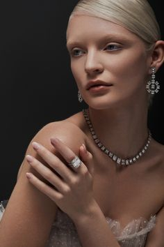 Law of Attraction: manifest luxury. Looks Chic, Prom Night, Rich Girl, Photo Jewelry, Make Up, Glamour, Jewels, Gemstones, Luxury