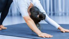 8 movimientos de yoga que prometen aumentar tu energía - Adelgazar en casa Brow Tutorial, Chair Pose, Smart Nutrition, Basic Yoga, Muscle Body, Improve Posture, Yoga For Weight Loss, Yoga Benefits, How To Do Yoga
