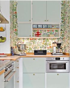 Brilliant Colorful Kitchen from 29 of the Fresh Colorful Kitchen collection is the most trending home decor this season. This Colorful Kitchen look related to kitchen, kitchencabinets, kök and…More Retro Home Decor, Home Decor Trends, Kitchen Interior, Kitchen Decor, Kitchen Ideas, Interior Design Boards, Kitchen Wallpaper, Kitchen Collection, Kitchen On A Budget